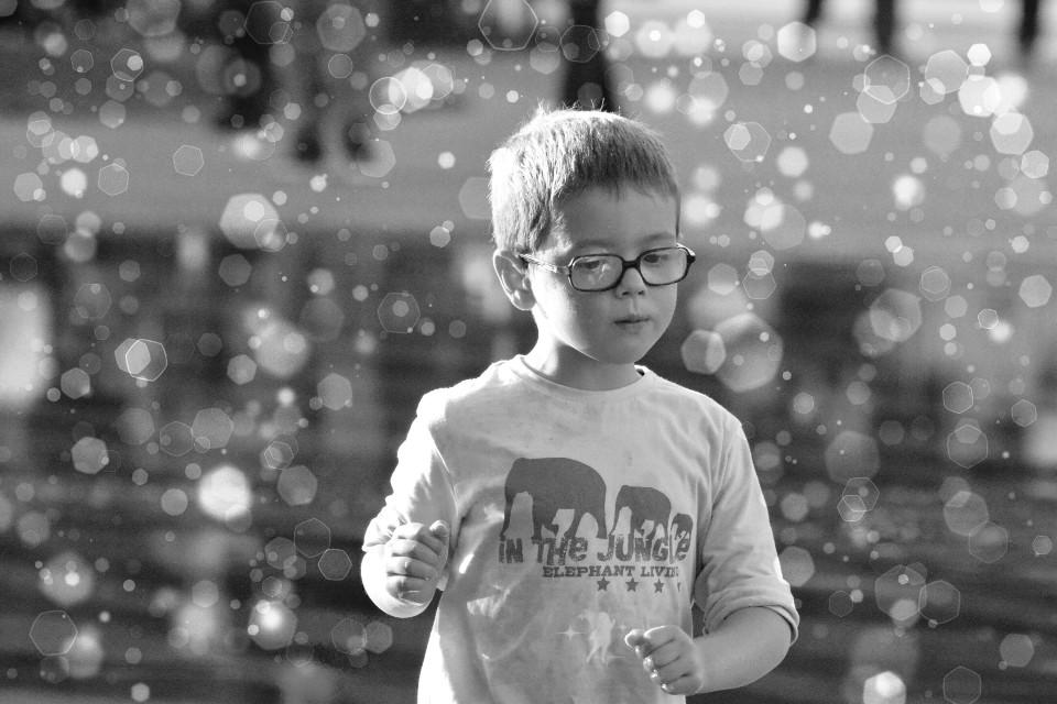 Salam dear friends happy weekend 🙋  #children  #black&white  #bokeh  #photography  #captured