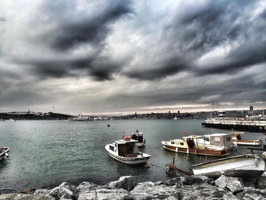Ama gözler gerçeği görmez ki, yüreğiyle aramalı insan...  #oneistanbul #istanbul #mylife #huzur #mute