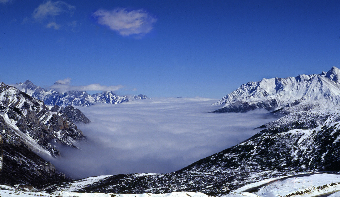 #montains #mingmountain in china #a famous touring spot is under the cloud #landscape #travel