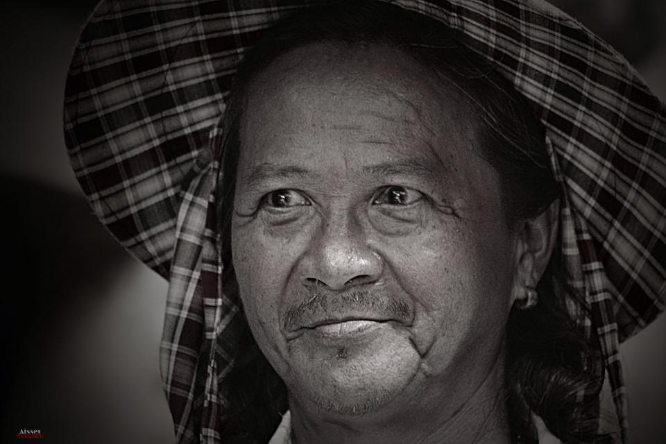 #portrait #oldman #thailand   Follow me on instagram @aisser90