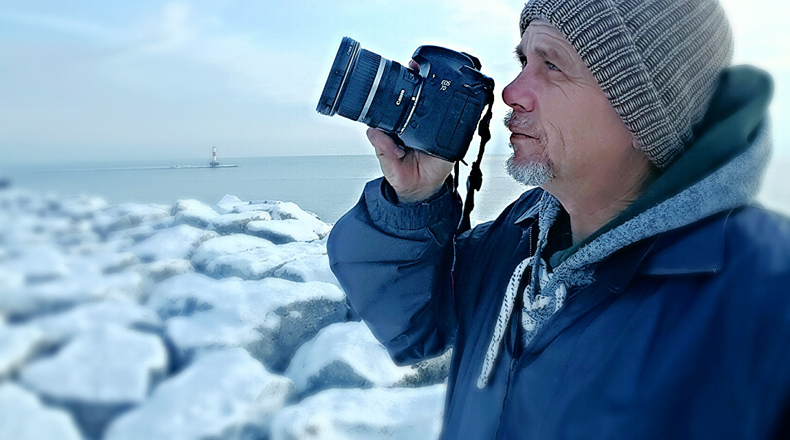 A quiet Friday morning on the shore of Lake Michigan in Kenosha, Wisconsin.  # Serenity #snow #winter #light #hike #seasons #selfie