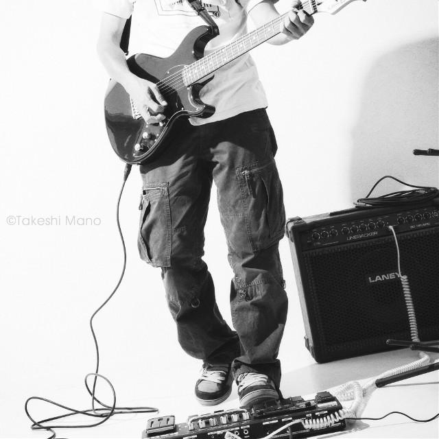Hi guys, it's me ;-) #portrait #guitar #guitarist #selfportrait #studio #line6 #laney #guitaramp #effects #monochrome #blackandwhite #black&white