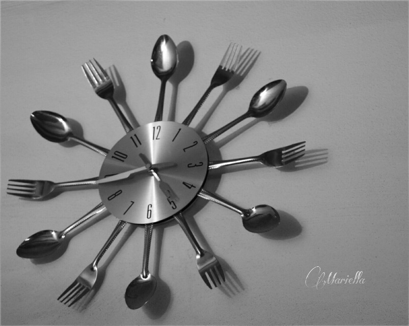 Good afternoon 😊 it's time to have a snack 😏   THANK YOU @pa FOR CHOOSING MY PICS FOR BEST OF DAILY INSPIRATION 🙏🙏❤❤❤🙌🙌🙌   #clock #blackandwhite #time #silver #popart #wall #photography