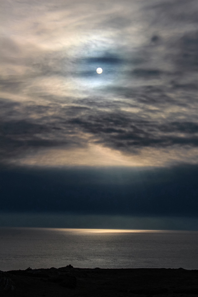 When the #sun readies herself to meet the moon, she often adorns herself with the #softcolors  of the #clouds over the #ocean