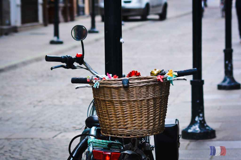 #streetphotography #bike #pannier #basket #wickerbasket #photography