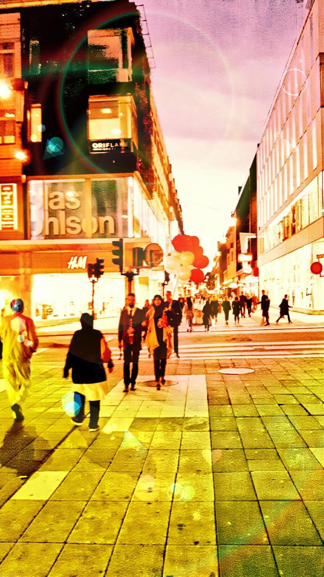 #city #cityscape #citylights #citylife #cityview #cityshots #street #streetphotography #streetphoto #streetphotographie #streetphotos #streetphotografic #urban #urbanart #urbanandstreet